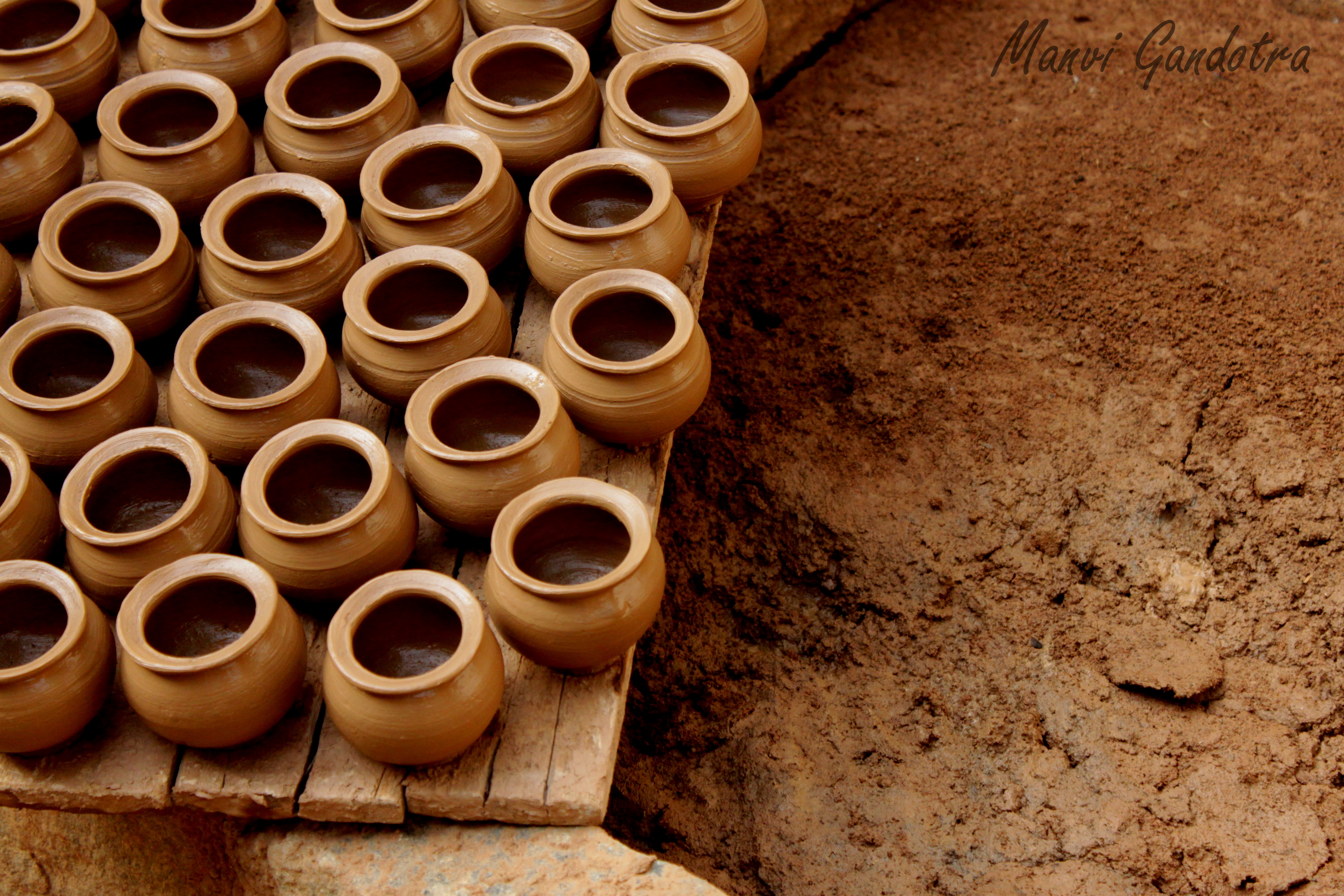 how to make pottery essay Clay is a fine-grained silicate mineral made when rocks break down when wet, clay has a plastic quality, and can be used to make pottery and bricks and other things pottery is when clay used to model shapes and then fired in a kiln.